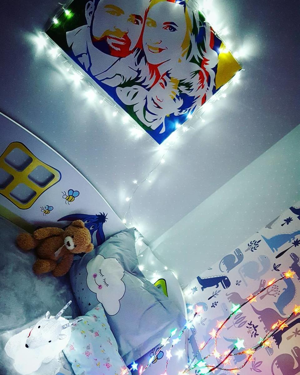 Семья Гажиенко украсили дом светящимися гирляндамиФото: «Инстаграм»