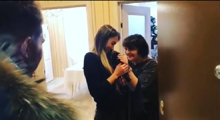 Лера Фрост познакомиа маму с Захаром СаленкоФото: Кадр видео