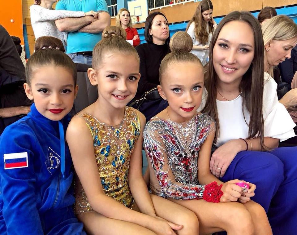 Маруся с девочками из команды и тренеромФото: «Инстаграм»