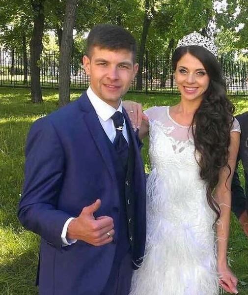 Дима Дмитренко иОльга Рапунцель. Ейдосталось заперья наплатье Фото: «Инстаграм»