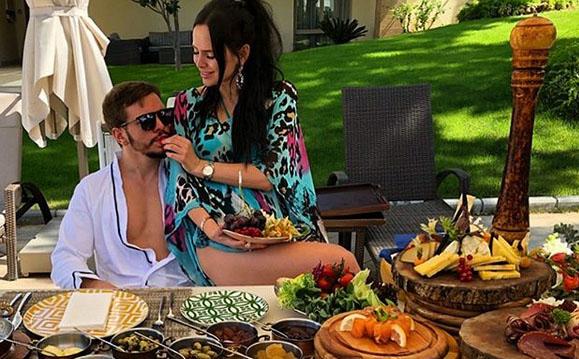 Гусев и Романец ведут себя в Турции так, словно они молодоженыФото: «Инстаграм»