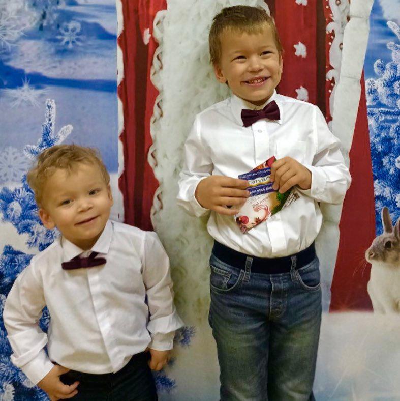 Сыновья Вити Шароварова Фото: Соцсети