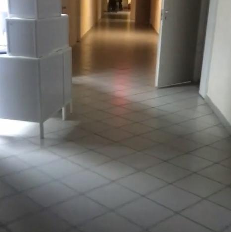 Либерж показала вмикроблоге видео, снятое вбольничном коридоре, давая понять, что нанее это наводит ужас Фото: «Инстаграм»