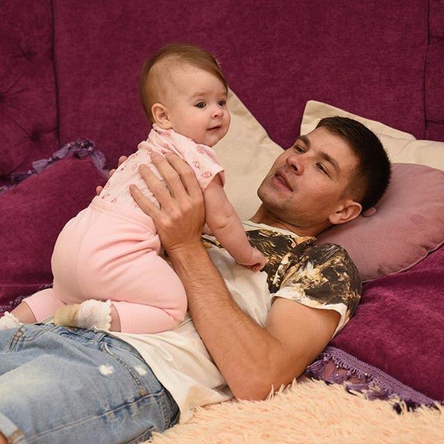 Дмитренко проводит много времени сдочкой истарается для своей семьи Фото: Маргарита Каррентс, Dom2Life.ru