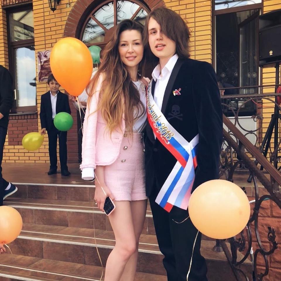 Анастасия Заворотнюк ссыном Майклом напоследнем звонке вмае 2018 года Фото: «Инстаграм»
