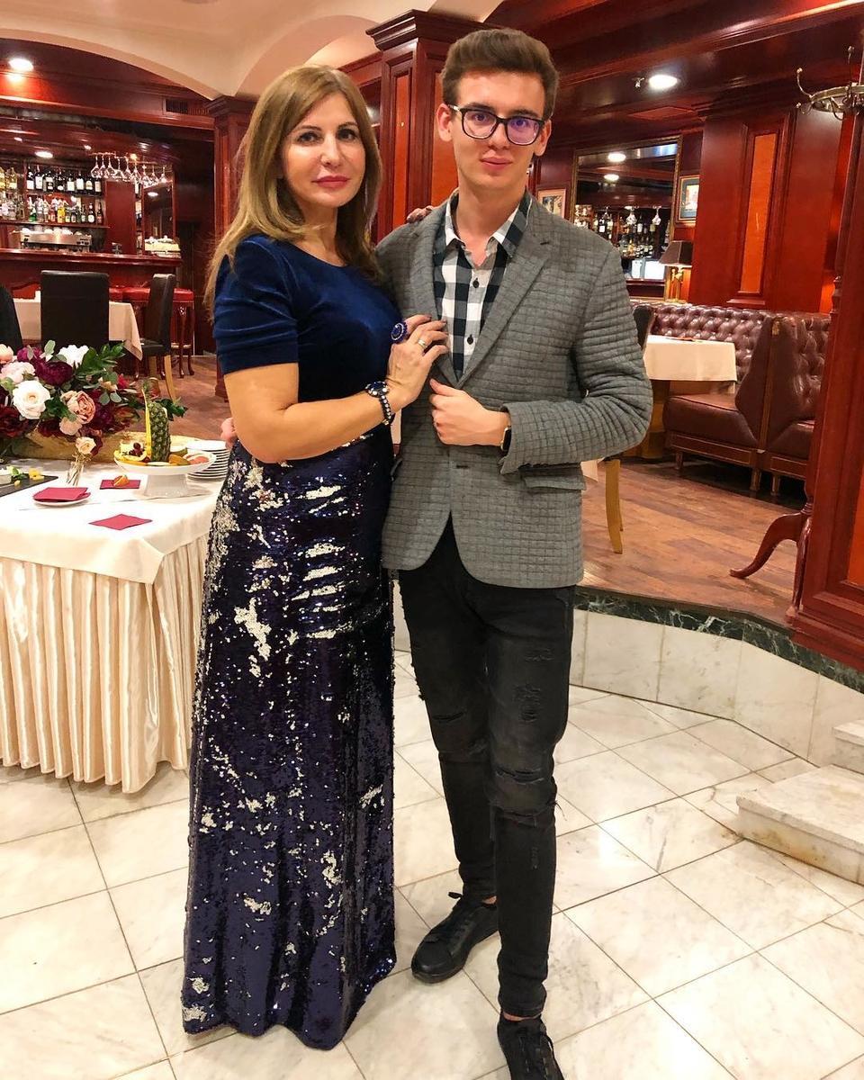 Ирина Агибалова ссыном Олегом, которого она родила вовтором браке Фото: «Инстаграм»