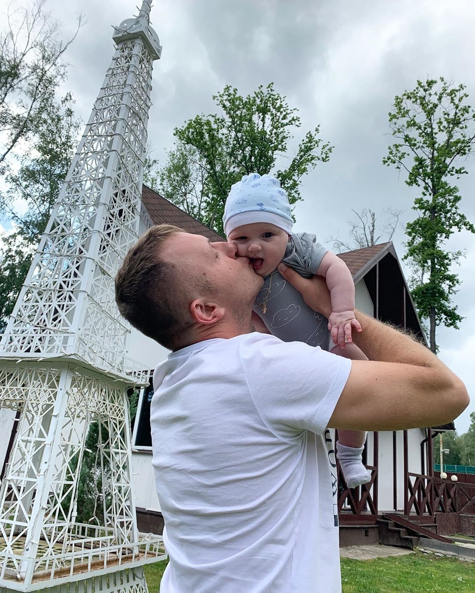 Илья пытается убедить всех, что онпрекрасный отец Фото: «Инстаграм»