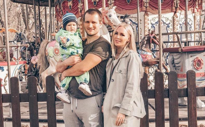 Лёша Самсонов, Юля Щаулина иих сын Мирон Фото: «Инстаграм»
