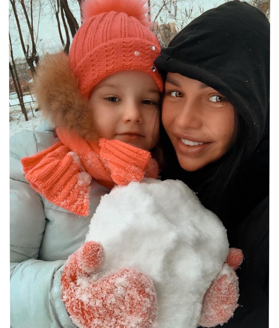 Саша опять оставила дочку сосвоей мамой Фото: «Инстаграм»